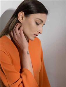 阿莱贝琳2020橘色上衣