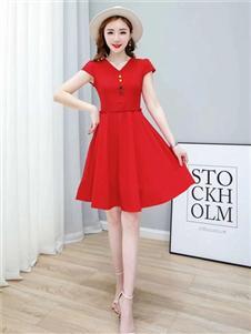 古米娜红色连衣裙