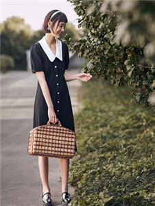 太平鸟女装新款娃娃领连衣裙