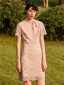 季候風2020夏蕾絲連衣裙
