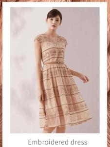 迪图新款收腰连衣裙