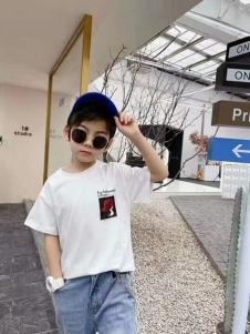 小嗨皮男童白色T恤