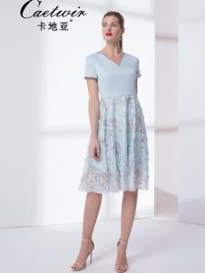 卡地亚V领连衣裙