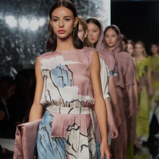 迪凯:上新 | 米兰时装周系列——瑰丽敦煌