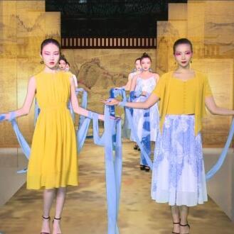 伯妮斯茵女装:《芙蕖渌波-洛神赋》-2020夏装新品发布秀圆满成功