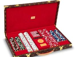 疫情间扑克牌成新消遣 LV推出17万元扑克套装