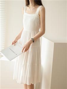 嘉茱莉白色吊带裙