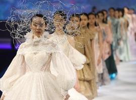 疫情的时装秀,该怎么走?Burberry、Dior、伦敦时装周交作业了!