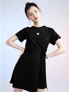 太平鸟女装黑色连衣裙