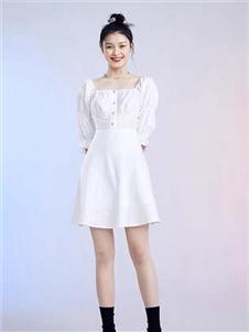 太平鸟女装纯色连衣裙