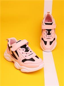 红蜻蜓粉色运动鞋