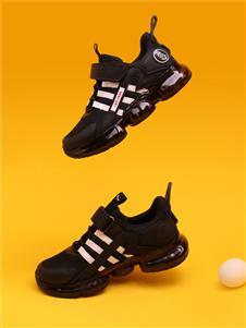 红蜻蜓黑色运动鞋
