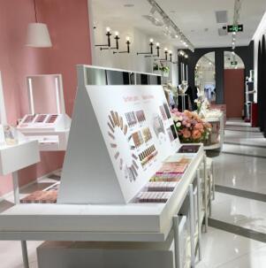 选择广州37°生活美学女装加盟:从此享受富贵人生!