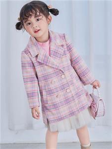 早言粉色格子大衣