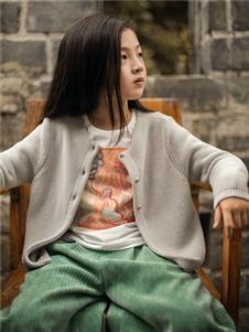 棉绘米色针织衫外套