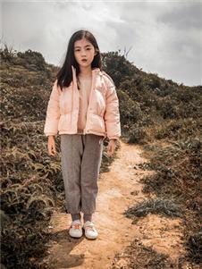 棉绘粉色短羽绒服