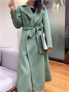 靓漫蒂绿色大衣