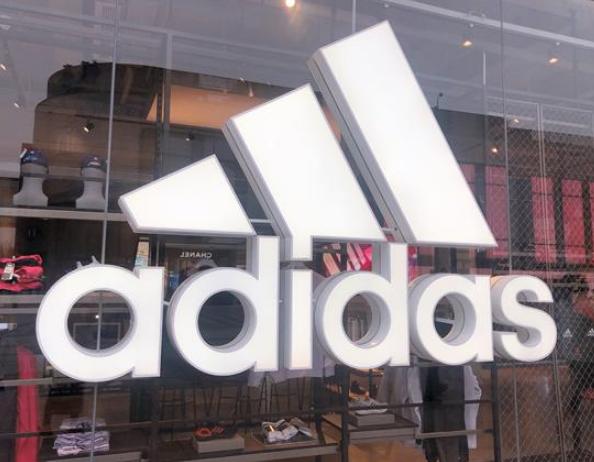 """一双跑鞋卖1700元 你会为阿迪达斯的""""环保情怀""""买单吗"""