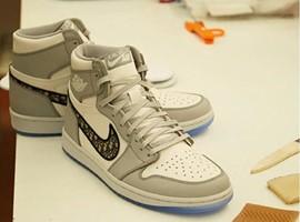 一双鞋被炒到26万元,买鞋人到底看中了什么?
