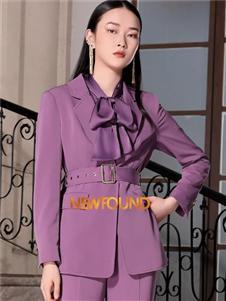 纽方紫色西装