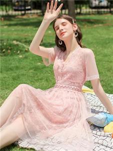 法思莉粉色连衣裙