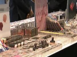 化妆品巨头将关闭900家卖场!但香水却卖爆了!为啥呢?