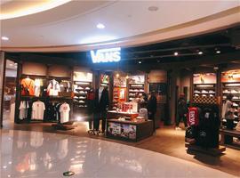 Vans母企业VF第一财季大跌48% 将加速数字化业务布局