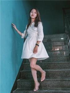 古米娜纯色连衣裙