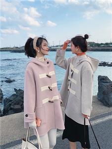 谜秀粉色大衣