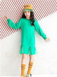 贝贝依依童装绿色上衣