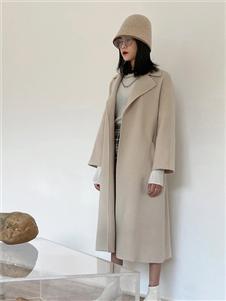 印象主题纯色大衣