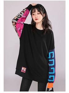 韩依瑞黑色印花卫衣