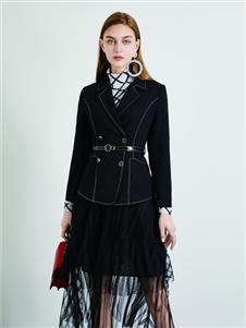 简约风情黑色西装