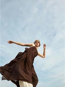 芮玛女装2021新款咖色连衣裙