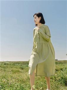 堓上浅绿色衬衫裙