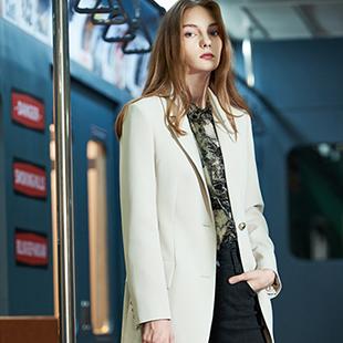 商务轻潮女装沙与沫是什么定位的,服装价格是多少?