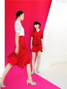 阿依莲女装红色波点裙子