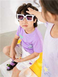 淘气贝贝紫色T恤