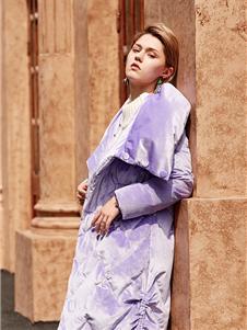 蜜汐薇儿紫色羽绒服