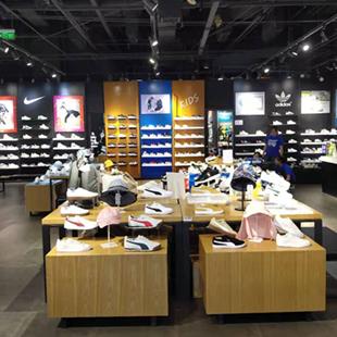運動品牌加盟開店選什么好?鞋萬庫品牌加盟開店怎么樣