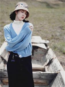 底色秋裝新款藍色針織衫
