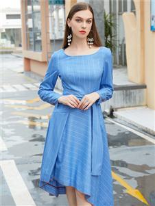 金蝶茜妮新款藍色斜紋連衣裙
