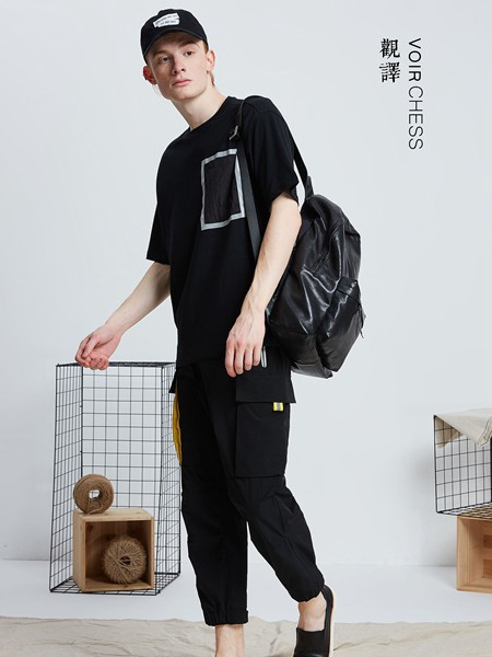 男生穿黑色T恤搭配什么好?观译男装有妙招!