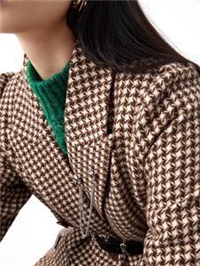 伊纳芙2021冬装新款格子大衣